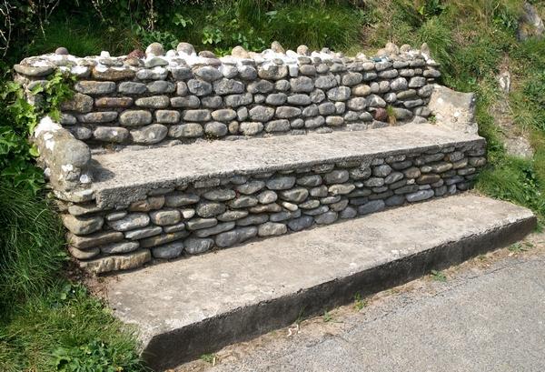 Ławka ogrodowa  z kamienia naturalnego