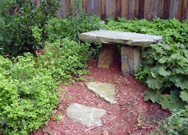 Ławka ogrodowa z kamienia