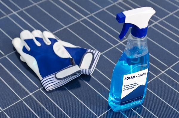 Czyszczenie baterii słonecznych