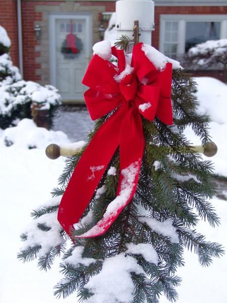 Prosty stroik świąteczny z kokardą