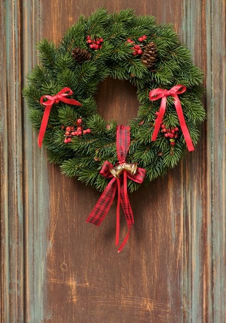 Stroik bożonarodzeniowy w formie wieńca na drzwi