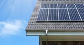 Baterie słoneczne w ogrodzie - zdjęcia