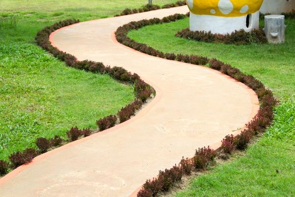 Chodnik w ogrodzie