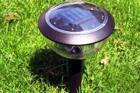 Lampy solarne w ogrodzie