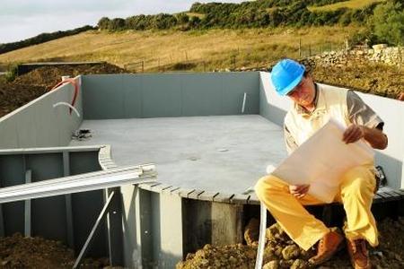 Budowa basenu w ogrodzie