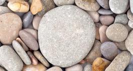 Otoczaki – naturalny kamień w ogrodzie