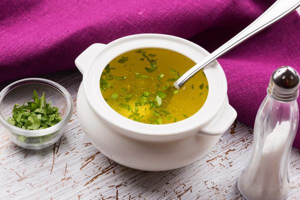 Domowe sposoby na przeziębienie – rosół